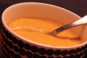 Porkkana-vuohenjuustokeitto